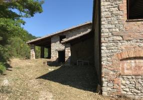 thimg IMG 0074 285x200 Terreni e rustici